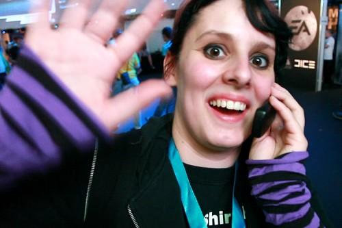 Coldmirror beim Handy-Gespräch - weiss jemand ihre Telefonummer? Nom nom nom!